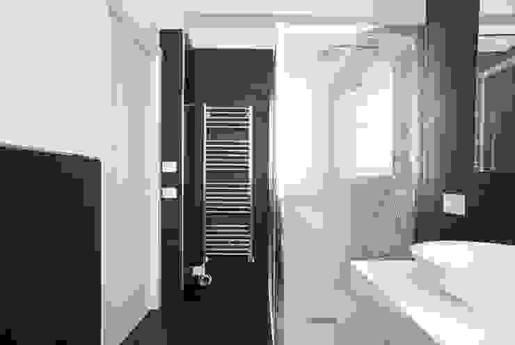 Abitazione privata Bagno moderno di Paolo Foglini Design Moderno Ardesia
