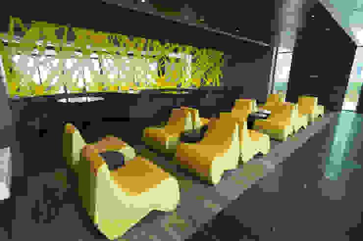 Amenidades Edificio Fuentes Salones modernos de Línea Vertical Moderno