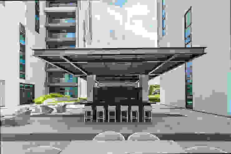 Amenidades Edificio Fuentes Albercas modernas de Línea Vertical Moderno