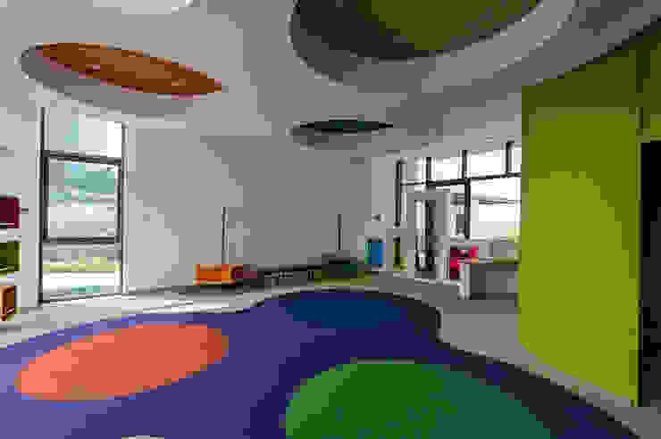 Amenidades Edificio Fuentes Dormitorios infantiles modernos de Línea Vertical Moderno