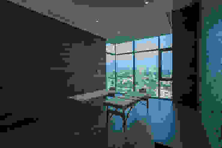 Amenidades Edificio Fuentes Spa modernos de Línea Vertical Moderno