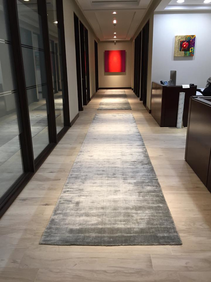 Modern Corridor, Hallway and Staircase by FLAM RUGS Modern