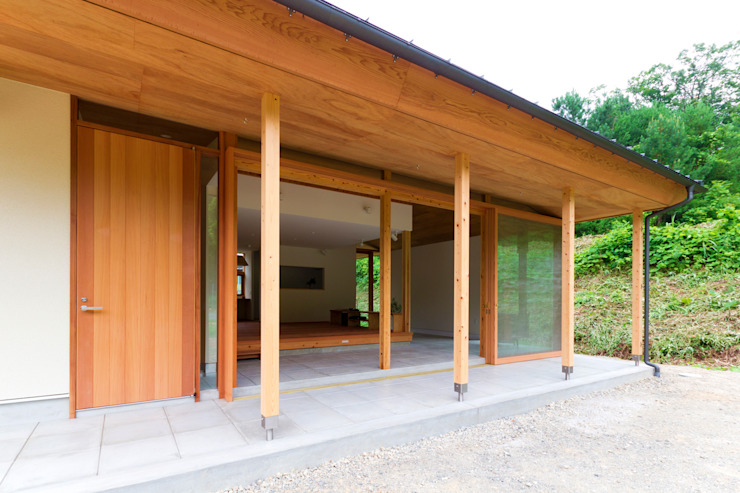 Casas de estilo escandinavo de エイチ・アンド一級建築士事務所 H& Architects & Associates Escandinavo Madera Acabado en madera