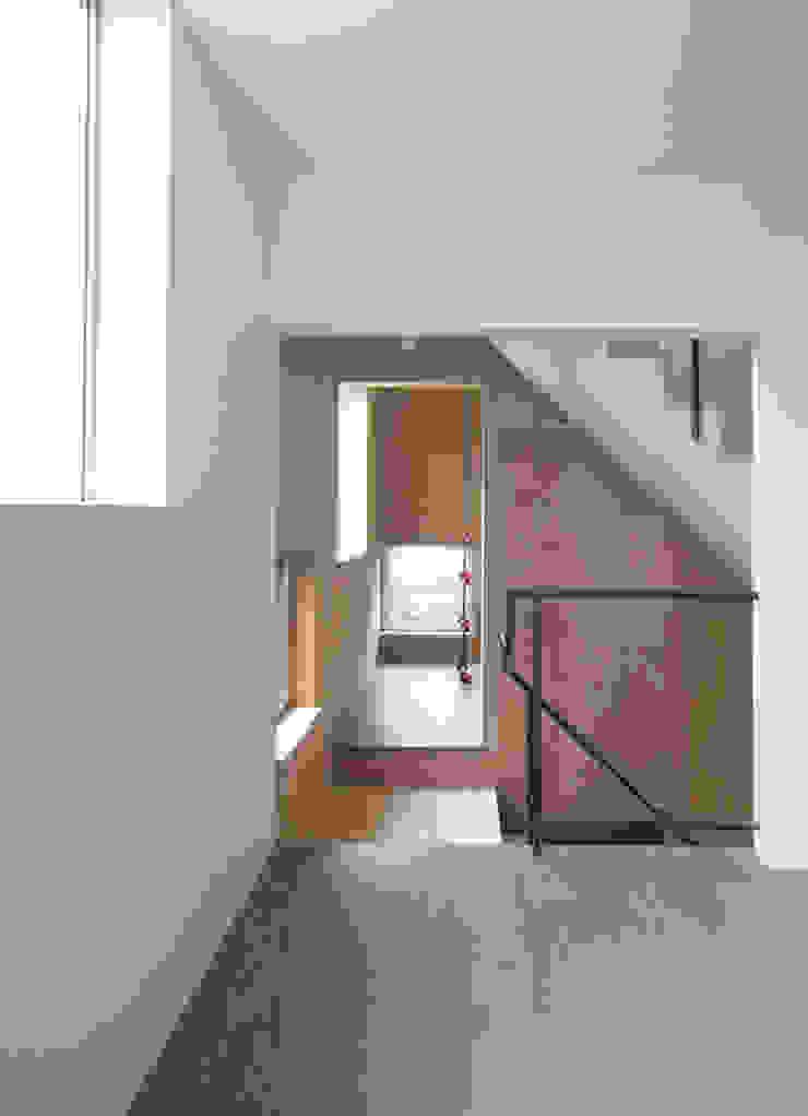 星設計室 Ingresso, Corridoio & Scale in stile moderno