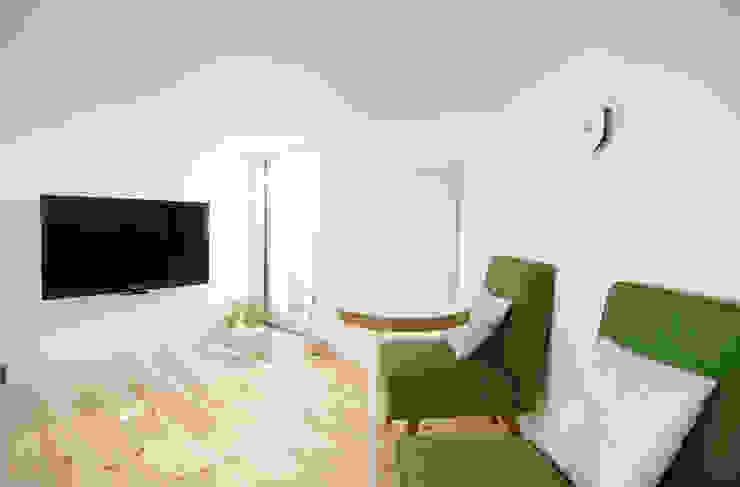Salones de estilo minimalista de 星設計室 Minimalista