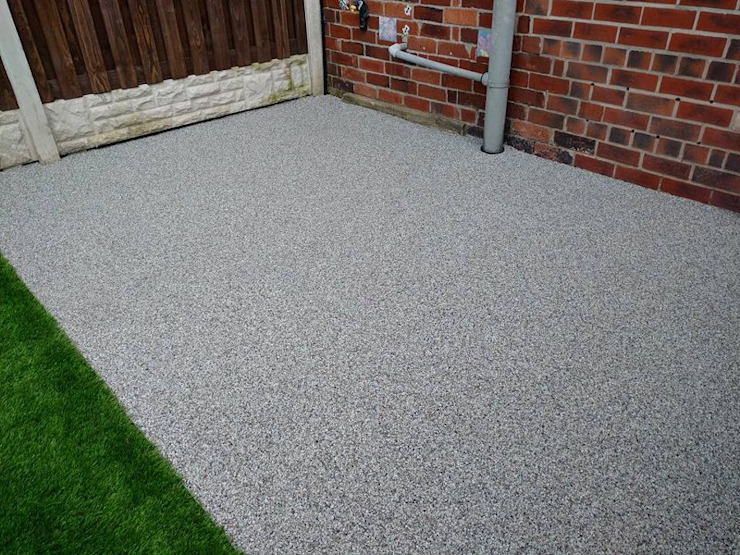 Resin bound paving installed on patio area Permeable Paving Solutions UK Country style garden Marble Grey