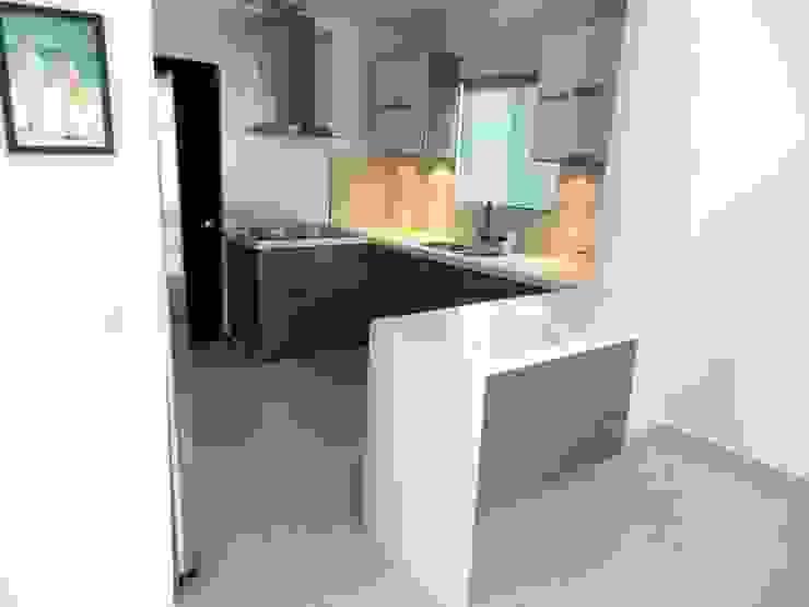 Modern kitchen by Cocinas Grand Modern Quartz