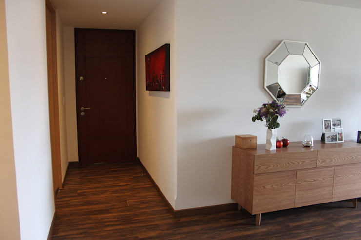 Modern corridor, hallway & stairs by homify Modern Wood Wood effect