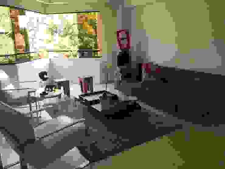 Proyecto La Castellana: Salas / recibidores de estilo  por THE muebles