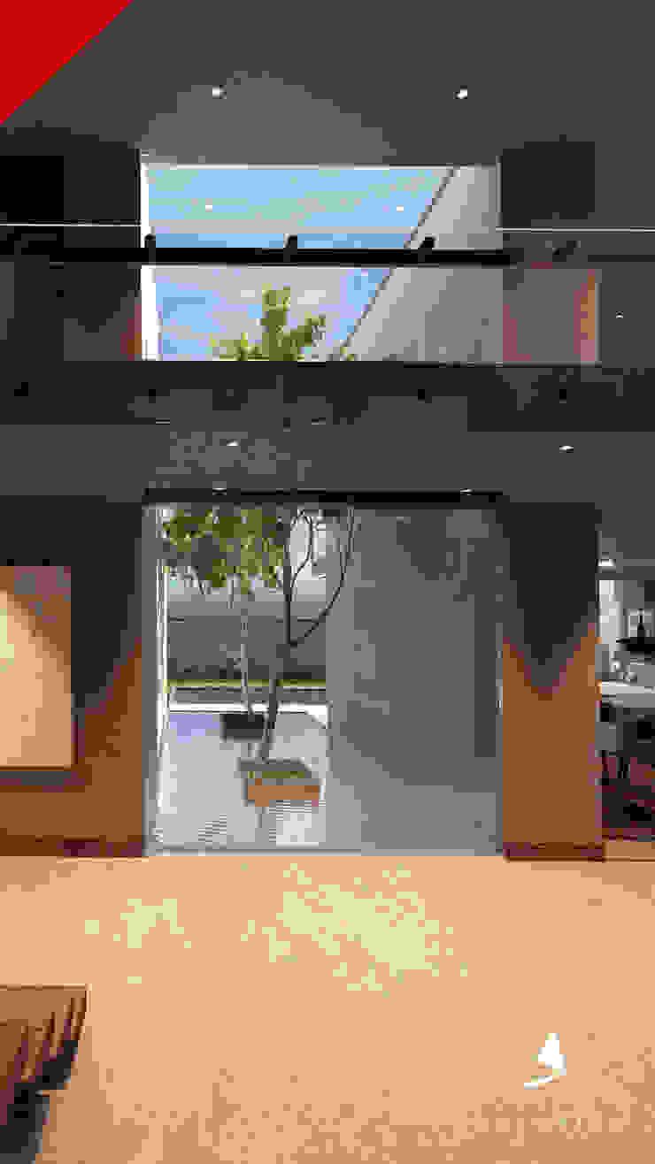 Modern corridor, hallway & stairs by Tectónico Modern