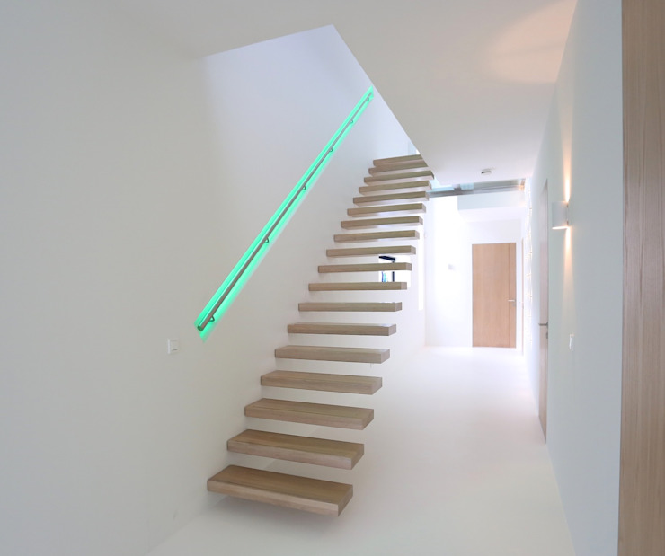 EeStairs | Stairs and balustrades Modern Corridor, Hallway and Staircase Wood