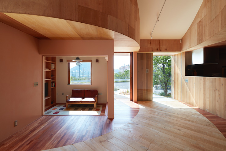 Scandinavian style living room by 藤原・室 建築設計事務所 Scandinavian