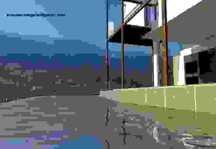 Piscina Montanha Piscinas mediterrânicas por Arquitecto Aguiar Mediterrânico Calcário