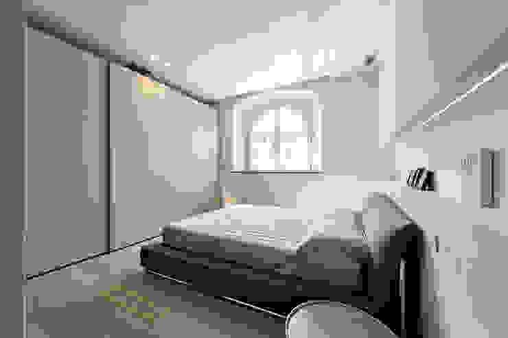 VILLE IN BIOEDILIZIA BedroomBeds & headboards Grey
