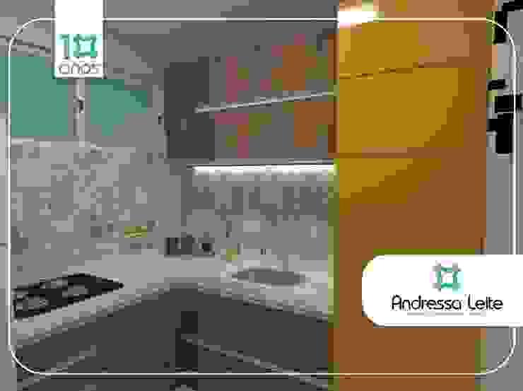 Cozinha e área de serviço camuflada Cozinhas modernas por Andressa Leite Arquitetura e Iluminação Moderno MDF