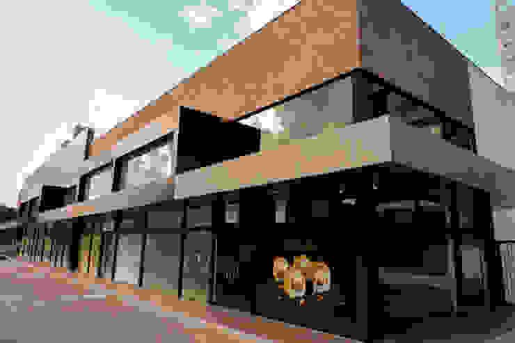 Cecyn Arquitetura + Design Offices & stores Concrete Wood effect