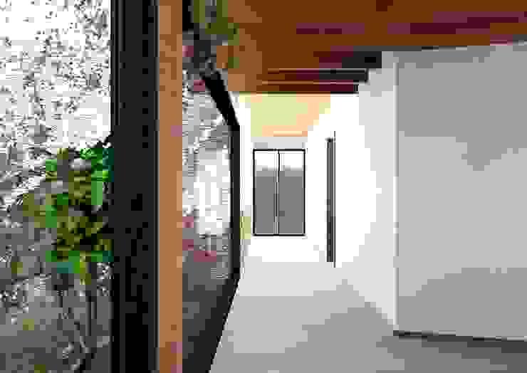 Modern Corridor, Hallway and Staircase by Arq. Rodrigo Culebro Sánchez Modern