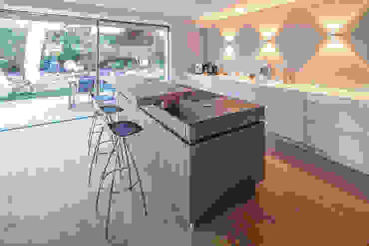 من BESPOKE GmbH // Interior Design & Production حداثي