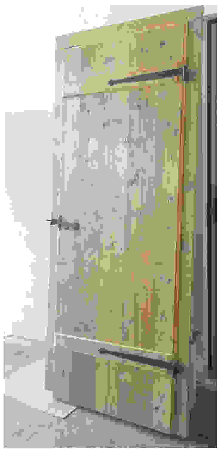 Porta MORO SAS DI GIANNI MORO Puertas y ventanas de estilo moderno