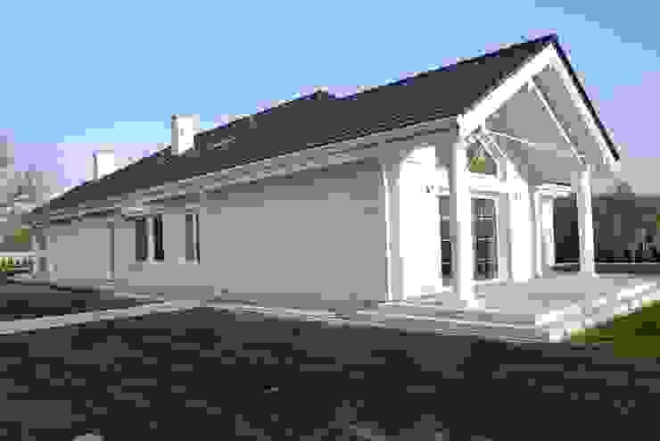 Rezydencja Parkowa: styl , w kategorii Domy zaprojektowany przez MG Projekt Projekty Domów,Nowoczesny