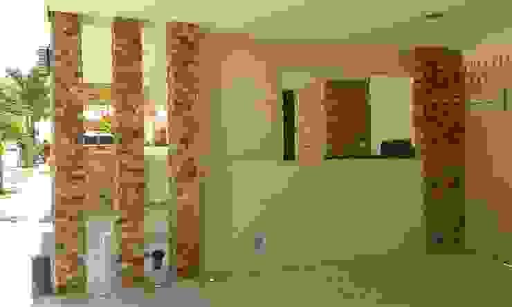 Remodelación Casa Coto 9 Pasillos, vestíbulos y escaleras modernos de Grupo Deyco Moderno