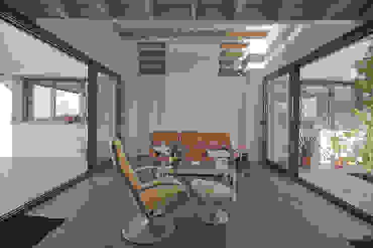 现代客厅設計點子、靈感 & 圖片 根據 MapOut 現代風