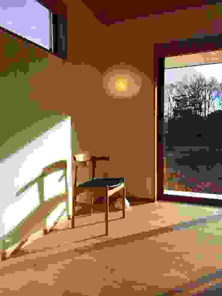 アトリエ・アースワーク Living roomStools & chairs