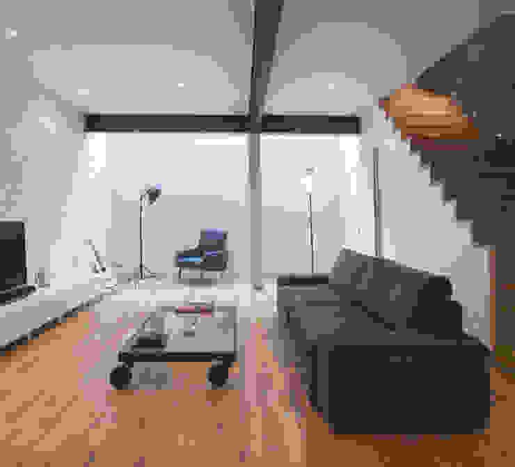Salon de style  par homify, Moderne Bois Effet bois