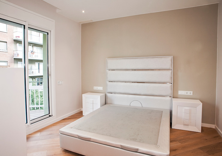 Bedroom by Grupo Inventia, Mediterranean Bricks