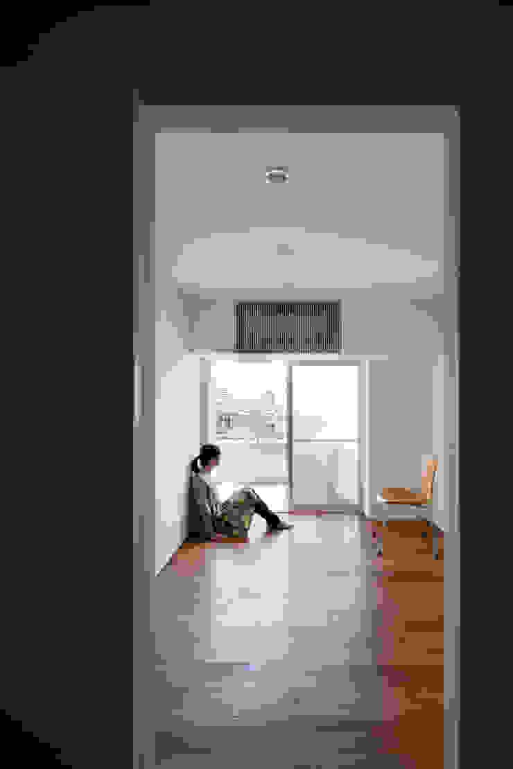 本城洋一建築設計事務所 Minimalist bedroom Solid Wood White