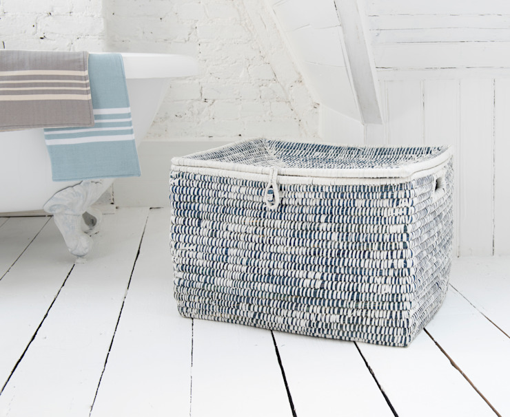 Tricks laundry basket homify BathroomStorage Komposit Kayu-Plastik Blue