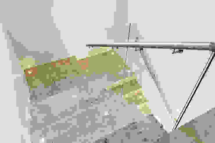 ห้องโถงทางเดินและบันไดสมัยใหม่ โดย Cecyn Arquitetura + Design โมเดิร์น แกรนิต