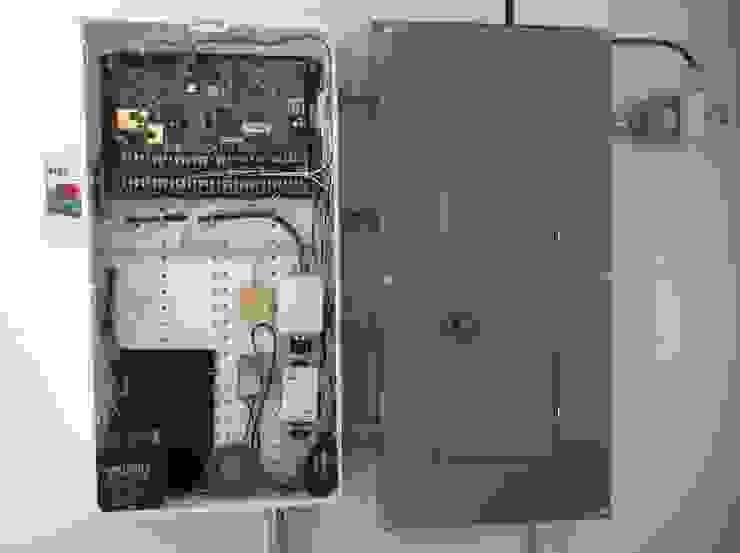 Residencia CB675 Vestidores modernos de Domótica y Automatización Integral Moderno