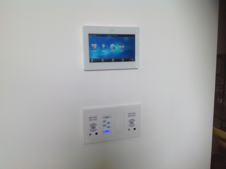 Residencia CB675 Salones modernos de Domótica y Automatización Integral Moderno