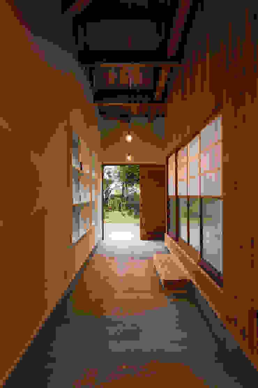 エヌ スケッチ Pasillos, vestíbulos y escaleras de estilo ecléctico