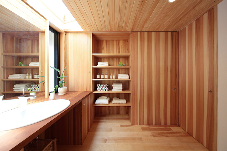 Eclectic style bathroom by 四季の住まい株式会社 Eclectic Solid Wood Multicolored