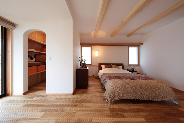 Eclectic style bedroom by 四季の住まい株式会社 Eclectic Solid Wood Multicolored