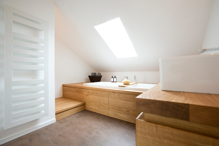 Eva Lorey Innenarchitektur Modern bathroom Wood