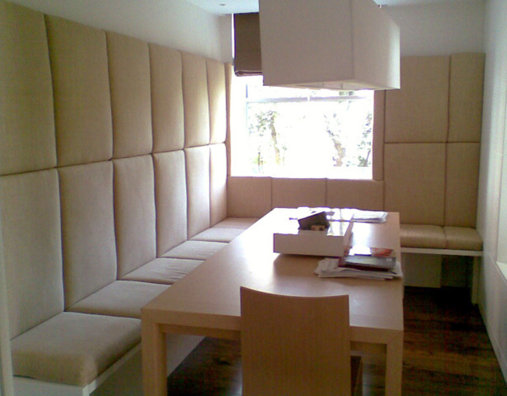 ON-SITE DEVELOPMENT I BESPOKE UPHOLSTERY SEATING Modern dining room by Anna Hansson Design Modern