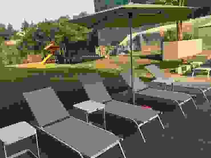 Camastro June con mesas Verona laterales de SINDO OUTDOOR Moderno Aluminio/Cinc