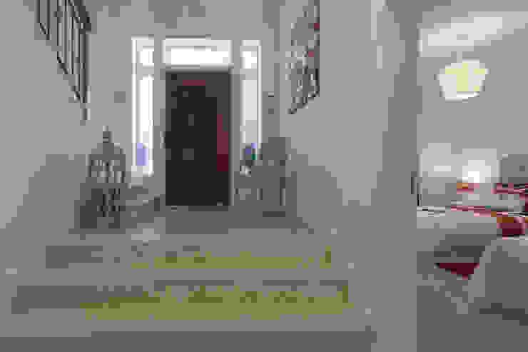 Zenaida Lima Fotografia Classic style corridor, hallway and stairs