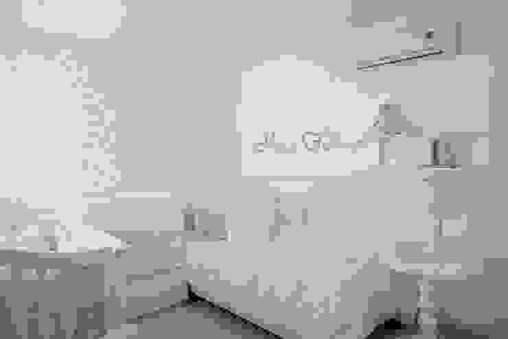 Modern nursery/kids room by Monica Saravia Modern Marble