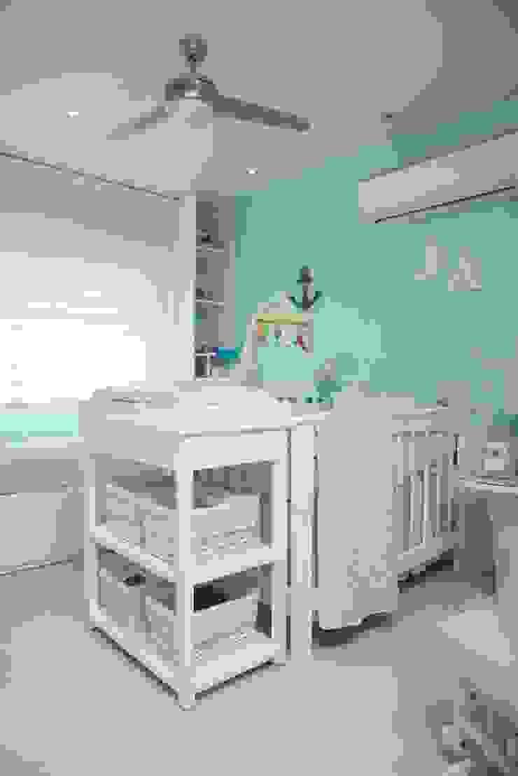 Modern nursery/kids room by Monica Saravia Modern
