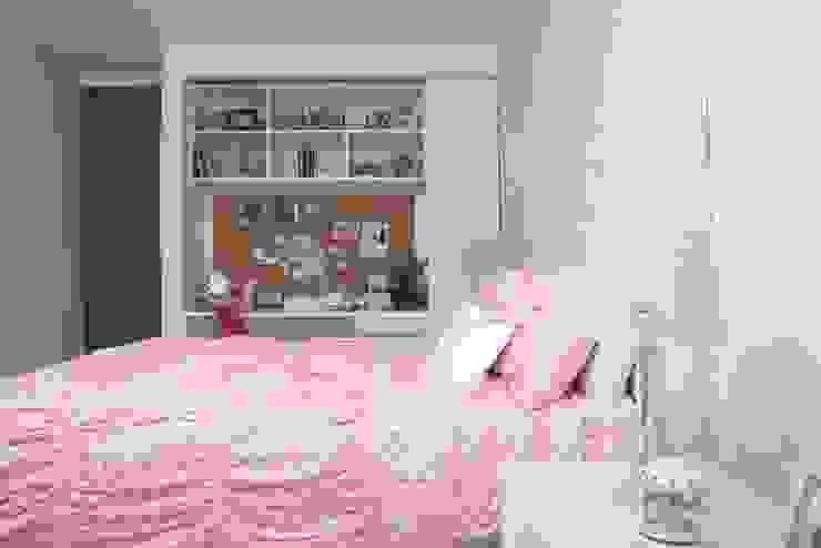 Habitación mariposa infantil : Habitaciones infantiles de estilo  por Monica Saravia, Moderno