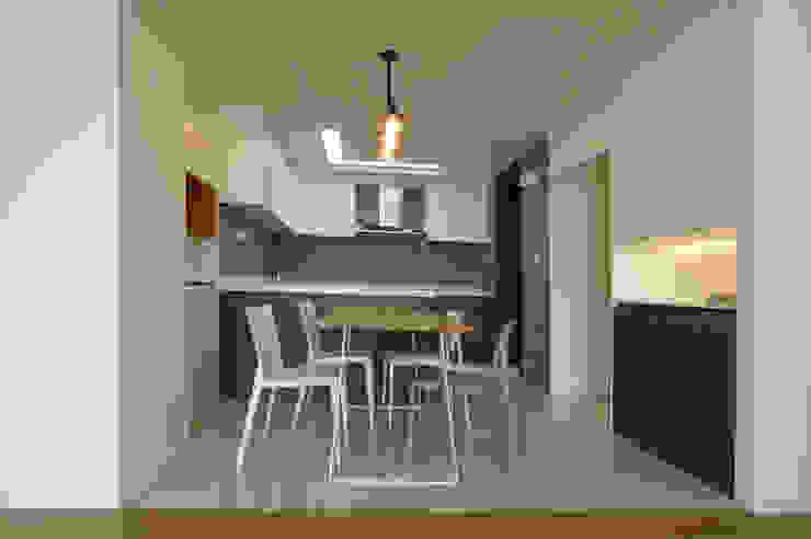 Modern dining room by 드리머 Modern