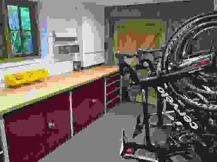 Metal Cabinets and Bike Storage Modern garage/shed by Garageflex Modern