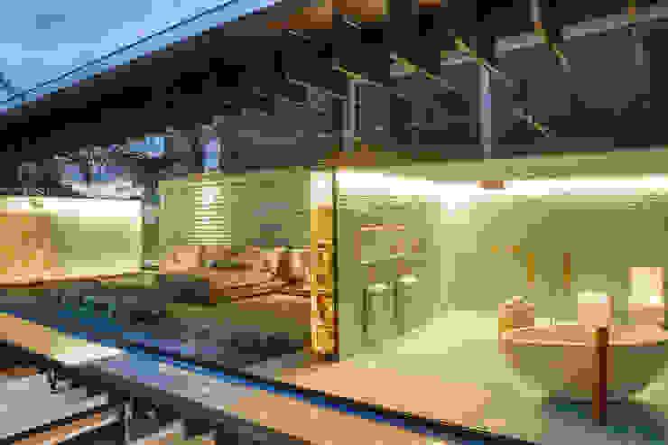 Suite e sala de banho por Brunete Fraccaroli Arquitetura e Interiores Eclético