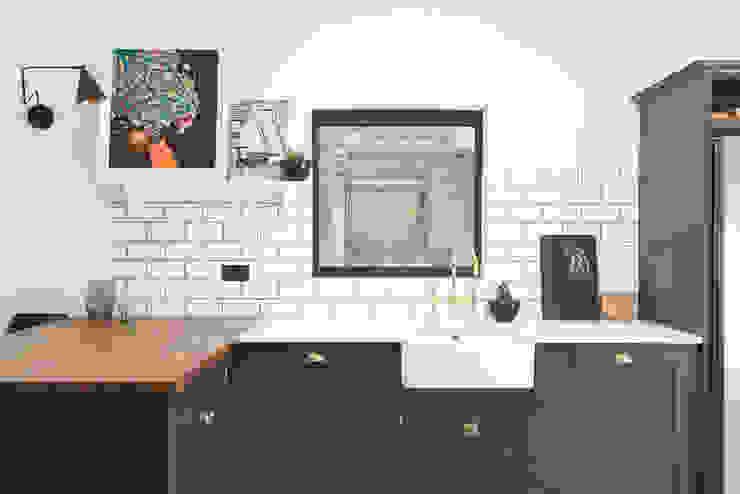 The East Dulwich Kitchen by deVOL Cucina in stile classico di deVOL Kitchens Classico Legno Effetto legno