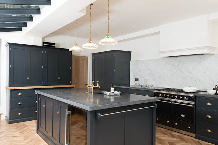 The Victoria Road NW6 Kitchen by deVOL by deVOL Kitchens Classic لکڑی Wood effect