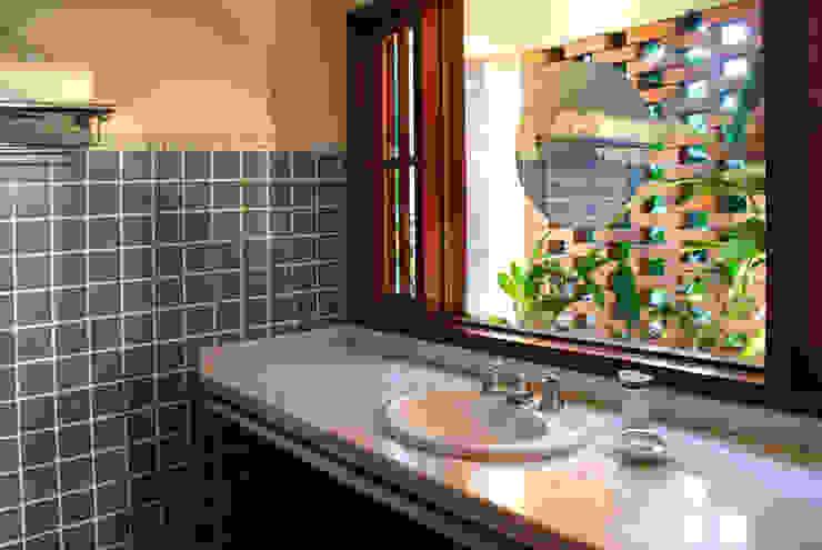 Landelijke badkamers van Eduardo Novaes Arquitetura e Urbanismo Ltda. Landelijk